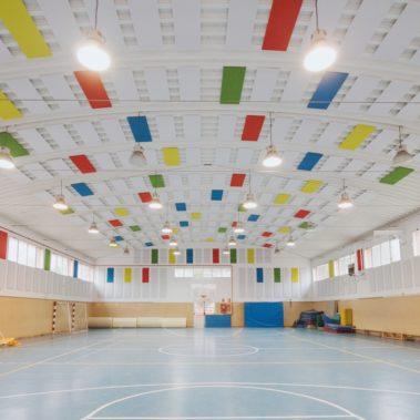 Cómo mejorar la acústica de un pabellón deportivo